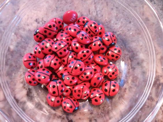 Ladybug m's...use a food writer pen! (see link for blog for other ideas - cake pop instructions!):