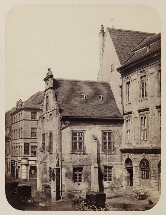 Gerichtslaube am alten Rathaus, um 1860 © Stadtmuseum Berlin | Foto: Leopold Ahrendts