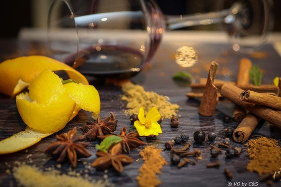 Cuisine .. Vin chaud  Cannelle Anis étoilé  Vin  Orange Citron  Fleur .. Poivre Etc.... Et bcp d amour ..
