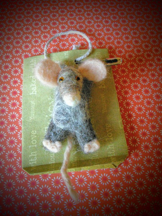 Hey, I found this really awesome Etsy listing at https://www.etsy.com/uk/listing/502041635/hanging-mouse-brooch