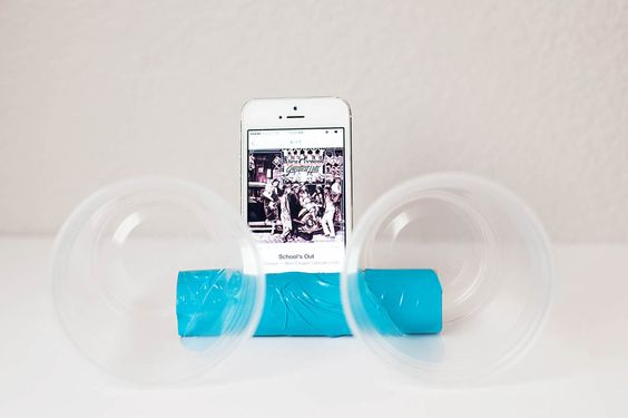 Cheap DIY Phone Speakers ✖✖✖✖✖✖✖✖ sew-much-to-do: a visual collection of sewing tutorials/patterns, knitting, diy, crafts, recipes, etc.