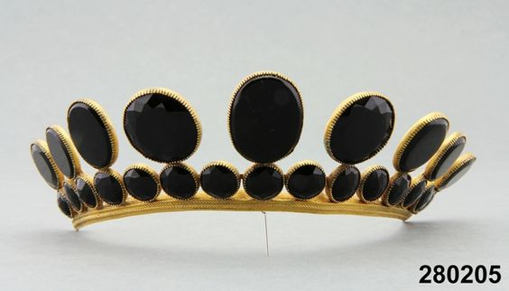 Mourning tiara, worn 1818 and thereafter: