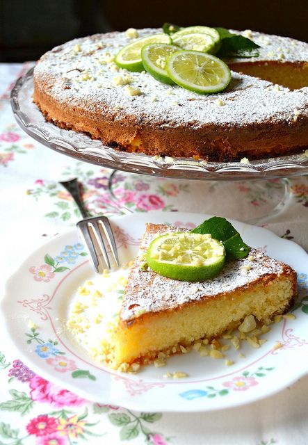 torta caprese al limone is a traditional Italian almond cake with the refreshing taste of lemon.