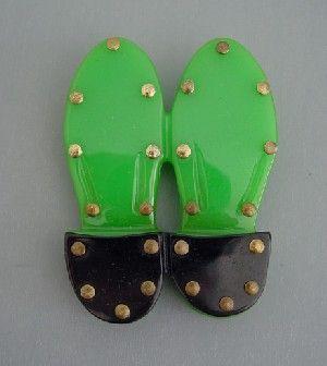 Shultz bakelite green and black shoe soles brooch