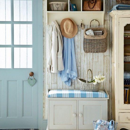 love this mud room/entranceway, pretty blue door  ⭐