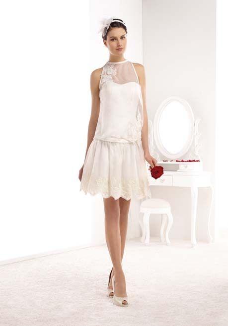 Kurzes trägerloses Brautkleid in Satin mit Stickereien und Tüll im Vintage Look in Elfenbein/Creme von Mademoiselle Amour - Art. NE94 - Jetzt nachsehen in der Brautkleider-Galerie