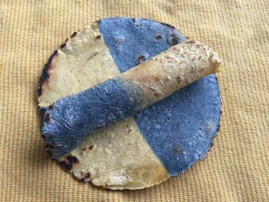 ¡Miren la sorpresa con que nos encontramos al abrir el tortillero! Cuando visiten Chiapas, no dejen de venir a Tierra y Cielo. Shared by Edith Cruz