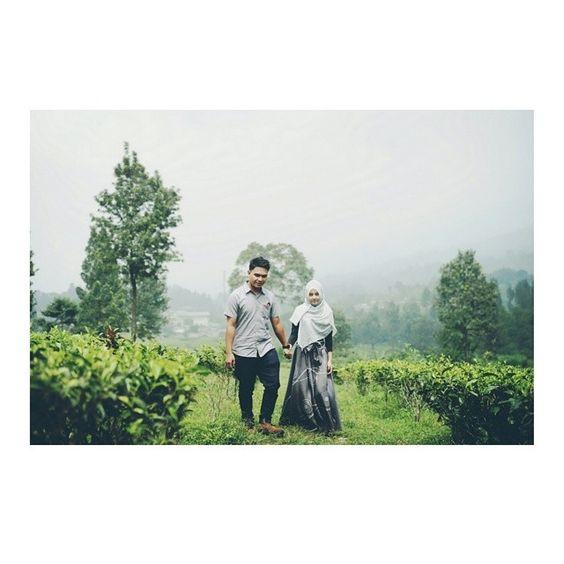 Didi  Azizah #photowedding #photoprewedd #prewedding #photosession #weddingphoto #wedding #couples #outdoor #lovestory #love #engagementphoto #engagement #celebration #bogorphoto #sentulphoto #jakartaphoto #indonesia #lenteravisual by lentera.visual