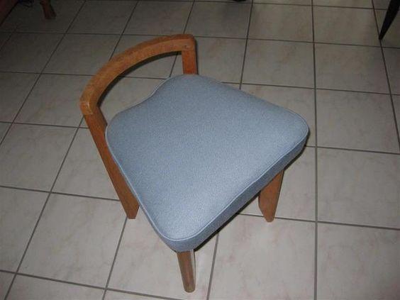 Guillerme et Chambon : 1 chaise en chêne à dossier bas