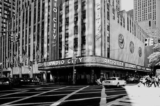 #newyork #newyorkcity #ny #nyc #urban #metropolis #bigapple #manhattan #architecture #city #arquitectura #archilovers #architecturelovers #bigcity #cities #architexture #architect #citylife #cityscape #urbanfurniture #metropolitan #metro #town #megacity #downtown #ciudad #blackandwhite #bw #building #radiocity