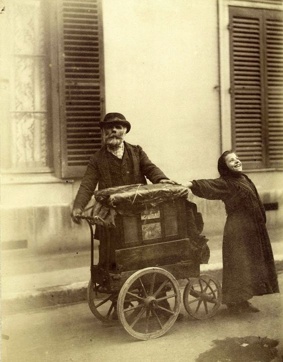 """Street singer and player-organ"", 1898. Print on albumen paper, Paris Musée Carnavalet."
