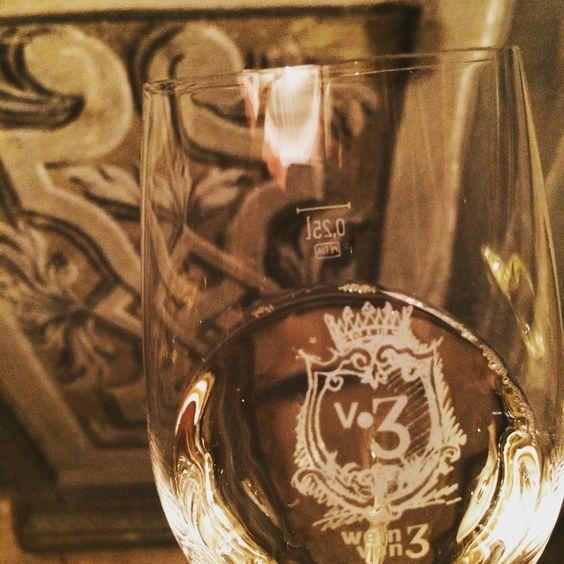 Ein Glas Wein (Silvaner) im Freskensaal (Schloss Zeilitzheim, Weingut Wein von 3)
