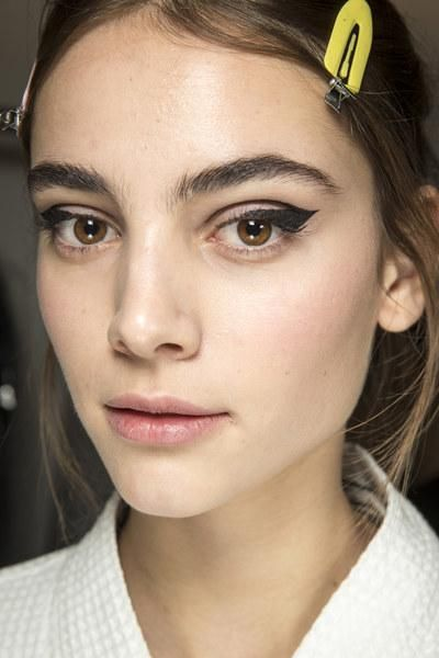 The beauty look backstage at Oscar de la Renta's Fall 2016 fashion show: