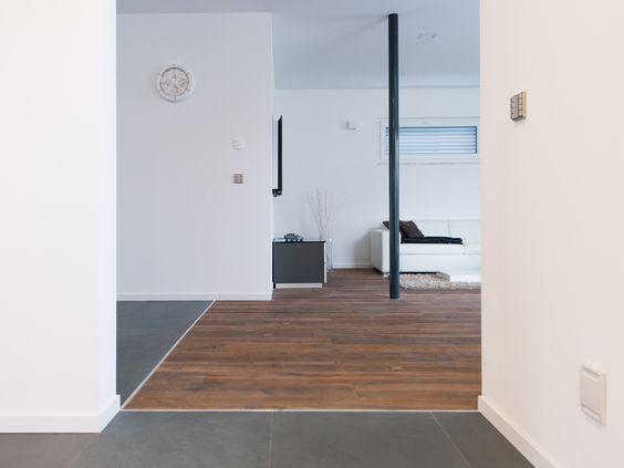 Naturstein küsst Holz Übergang zwischen Schiefer-Fliesen Grey - dunkle fliesen wohnzimmer modern