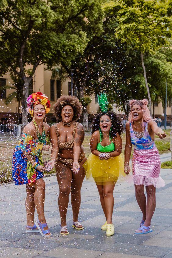 Já escolheu a sua fantasia de carnaval? Inspire-se em mulheres de verdade.  #makedecarnaval #carnaval #fantasiadecarnaval #maquiagem #fantasia #mulher #maquiagemdecarnaval #folia #carnaval2019tendencia #carnaval2019 #carnavalacessorios #carnavalsapatos #carnavalsandalias #carnavalfantasias #carnavalmaquiagem #carnavalmake