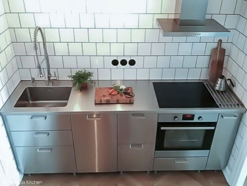 Edelstahlplatte für IKEA Metod Küche mit Grevsta Fronten.  Küche