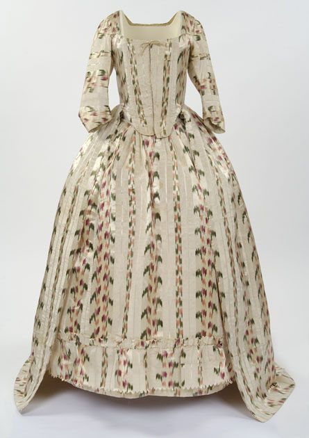 Silk chiné robe a l'Anglaise with pattern printed onto the warp threads before weaving, 1770–75  © CSG CIC