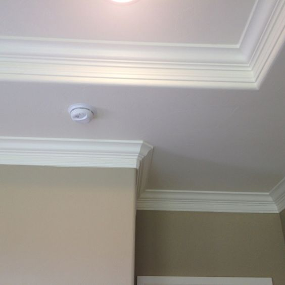 Crown molding in tray ceiling
