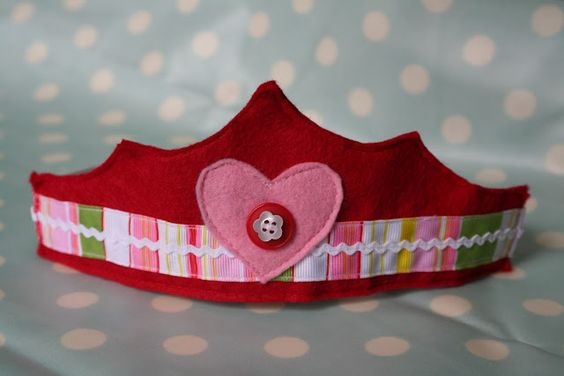 Felt Crown Tutorial {with template}