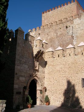 Castillo de Enrique II - Parador Nacional, Salamanca España https://www.pinterest.com/cballesta1442/castillos-en-espa%C3%B1a/