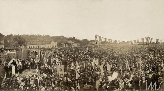 Missa campal celebrada em ação de graças pela abolição da escravatura no Brasil. Por Antonio Luiz Ferreira, 17 de maio de 1888. Campo de São Cristóvão, Rio de Janeiro, RJ