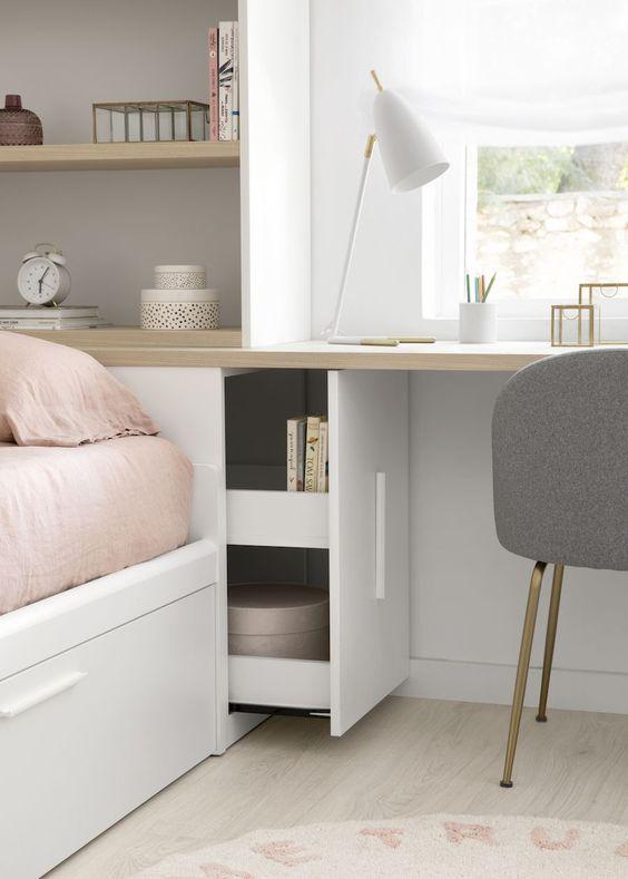 Dormitorio con escritorio en blanco y madera