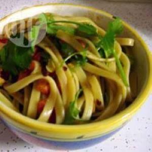 Salada de macarrão à moda oriental