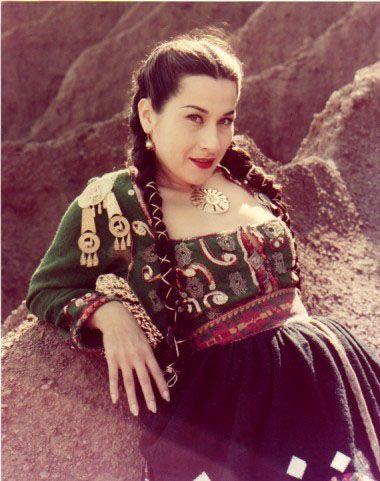 Yma Sumac, 1950, al inicio de su carrera artística. Tomada del Album I de la Web www.yma-sumac.com