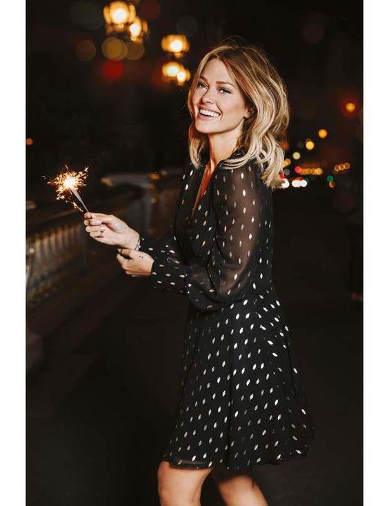 Tenue de fêtes : la petite robe pas si noire que çaRobe noire à motifs dorés, Caroline Receveur x Morgan, 75€.