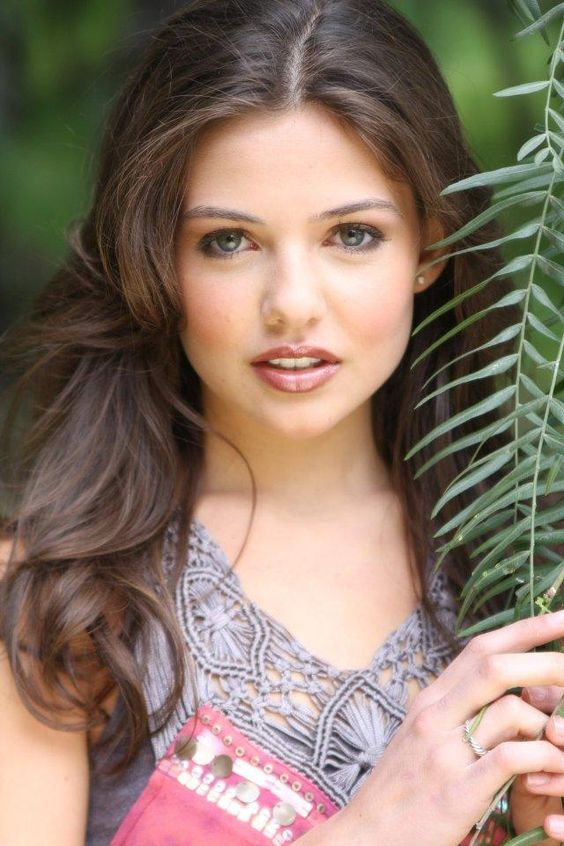 danielle campbell | Danielle Campbell born in Portland, Oregon, U.S. She is an American ...