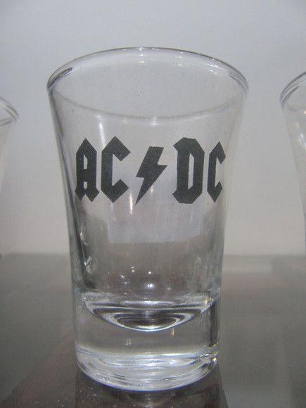 Copo Shot AC/DC R$20,00
