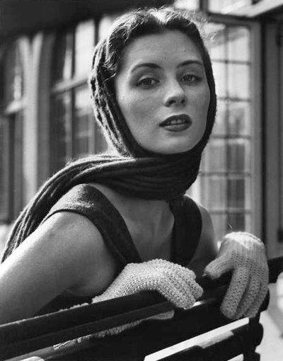 Suzy Parker 1950 - Photo by Nina Leen for LIFE Magazine