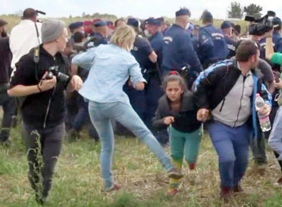 Tretende Kamerafrau angeklagt