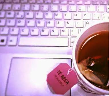 Estábamos tecleando cosas bonitas... y nos apeteció un #TeBesa :) #lateterazul #buenosdias #morning #goodmorning #tea #tealover #work #office #trabajo #oficina #infusiones #gourmet #break #breakfast