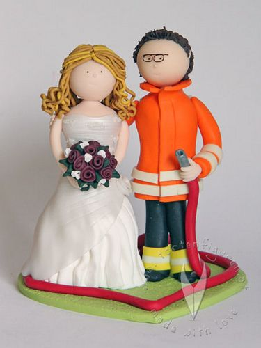 Feuerwehr Hochzeitstortenfigur von www.tortenfiguren.at