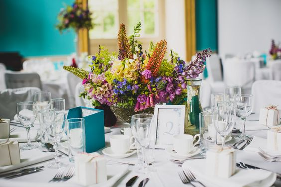 Wild flower table decorations with foxglove  - photo by tobiah tayo photography - available for commissions worldwide - www.tobiahtayo.com