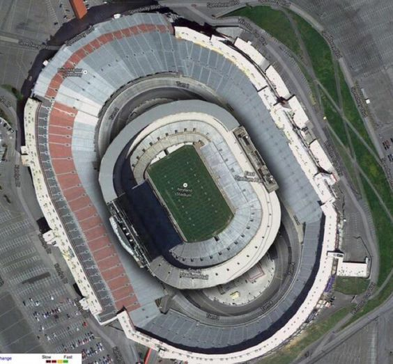 How large is tonight's #BattleAtBristol venue? Here's what 102000-seat Neyland Stadium would look like inside it.