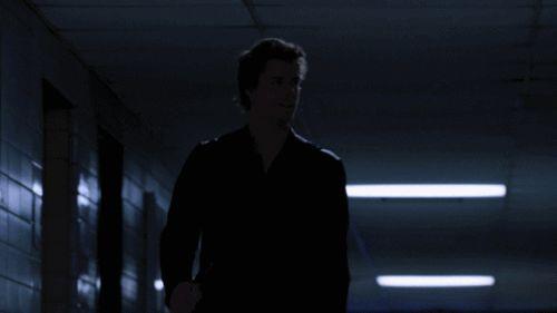 Imagen de gif, 1x01, and john young