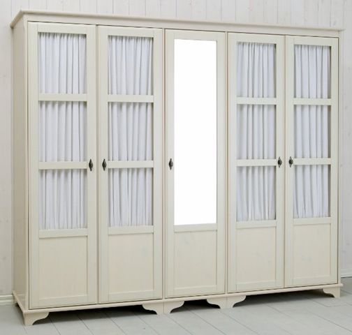 Inbyggd sådanhär liknande gammeldags garderob i hall, fast med ...