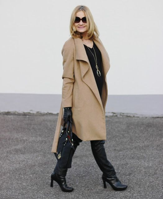 FAKE-LEATHER-PANTS WITH COAT IN CAMEL