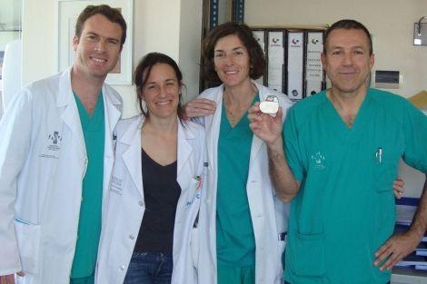 El Hospital de Alicante implanta uno de los desfibriladores más pequeños del mundo