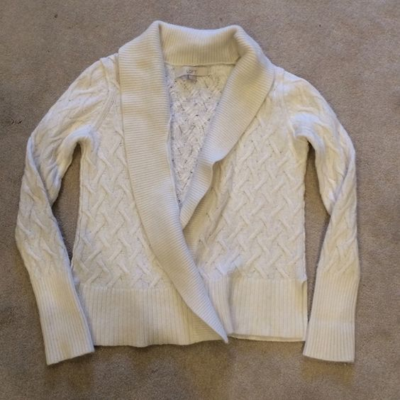 LOFT knit cardigan This cream (almost white) knit blouse is in great condition. It has a drape front, adorable knit pattern, and a split hem. LOFT Sweaters Cardigans
