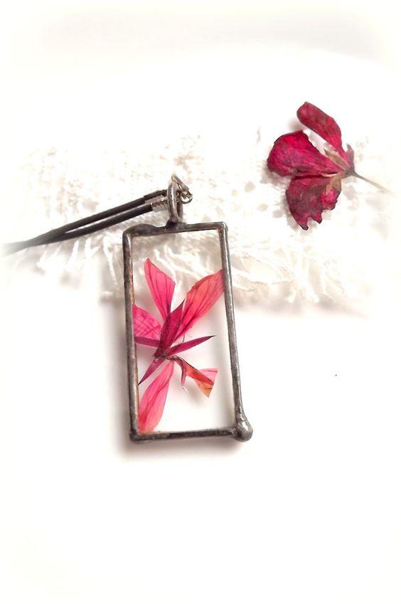 Jewelry. Floral pendant. Garden flowers. Glass by AcoyaJewellery