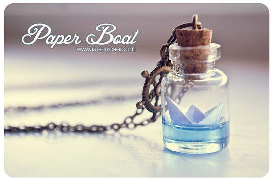 Papier Boot Flasche Halskette. Ozean-Kette, Glas-Fläschchen-Halskette. Glas Flasche Anhänger. Niedliche Halskette. Miniatur Flasche, Origami Boot Anhänger
