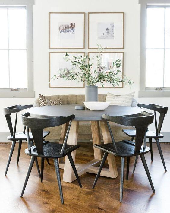 Beautiful kitchen dining area / breakfast nook