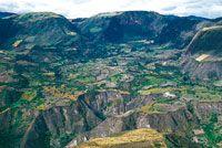 Como resultado de fuertes procesos tectónicos y erosivos que se dieron a lo largo del Cuaternario, se han formado terrazas y abanicos que en su conjunto crean un paisaje disectado.
