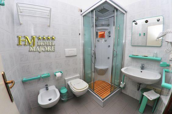 Servizi con doccia, phon, piccole cortesie per ospiti.
