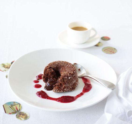 Kaum ein Dessert macht glücklicher als warmer Schokokuchen mit flüssigem Kern. Probieren Sie es aus!