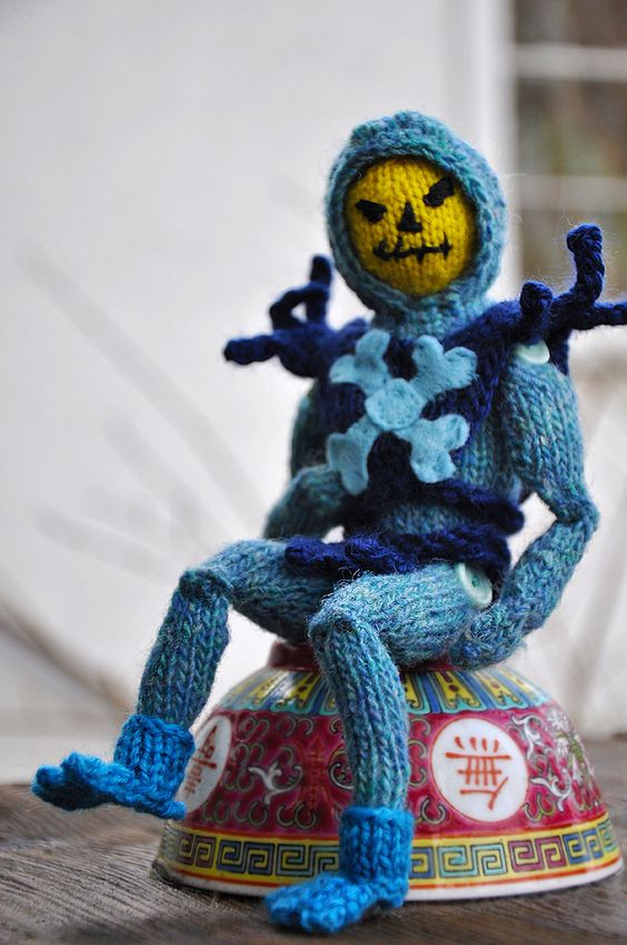 Skeletor – archenemy of He-Man #knit #knitting #mastersoftheuniverse - made by Tracy Widdess aka @triangle_tangle.