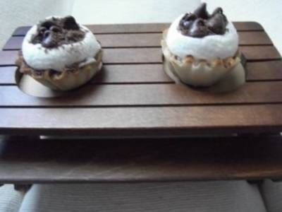 Chocolate mallo picnic puffers. S'mores in a pyllo cup